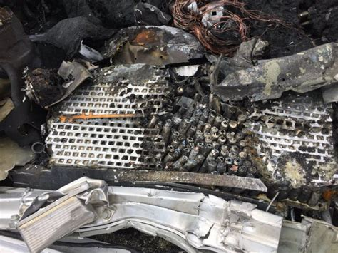 Tesla Exploded After The Car At A Speed Flew Into The