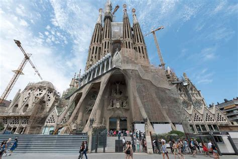 How Many Gaudí Monuments does Barcelona have? - What to do